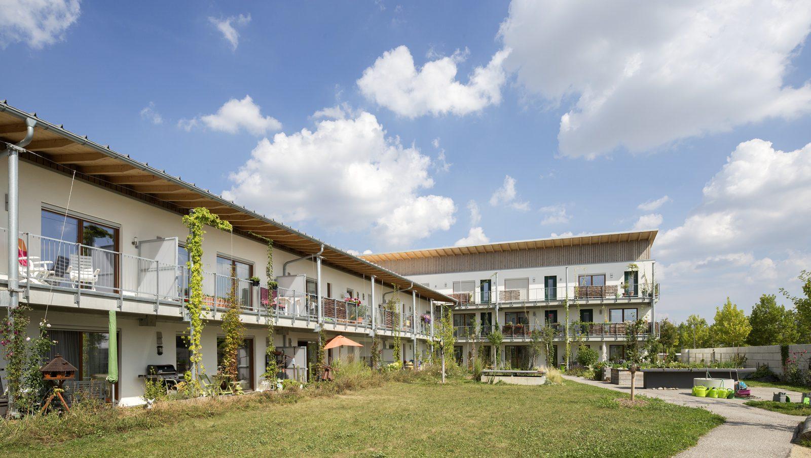 haus mit zukunft 35 wohneinheiten in burgweinting nabau eg regensburg. Black Bedroom Furniture Sets. Home Design Ideas